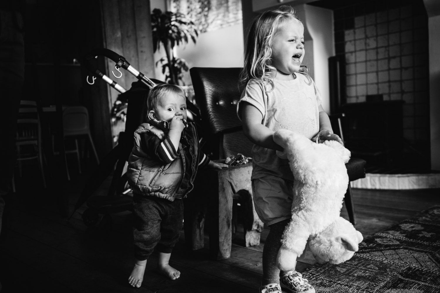 natuurlijke authentieke ongeposeerde kinderfoto's