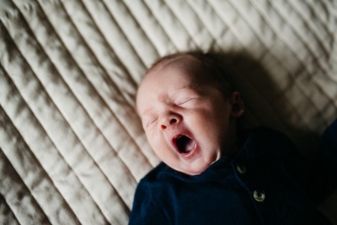 Lifestyle newbornfotografie fotograaf newborn Boxtel