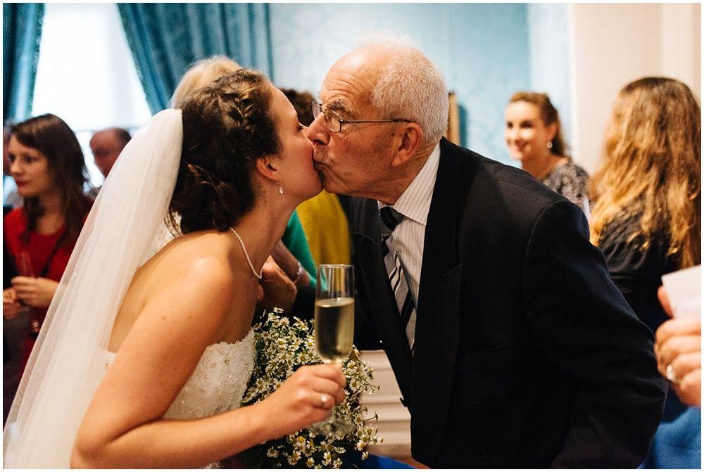 Journalistieke bruidsfotografie fotograaf bruiloft Den Bosch Eindhoven 289.jpg