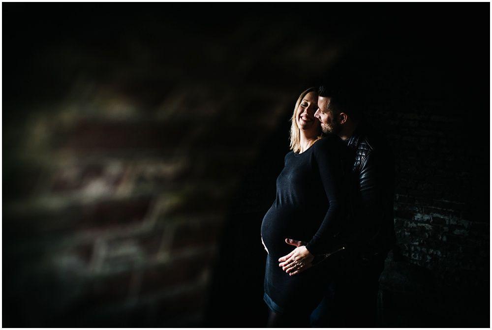 Stoere zwangerschapsfotografie artistieke zwangerschapsfoto's