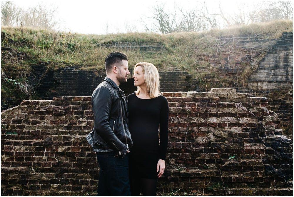 Stoere zwangerschapsfotografie den bosch eindhoven fotoshoot zwangerschap buiten
