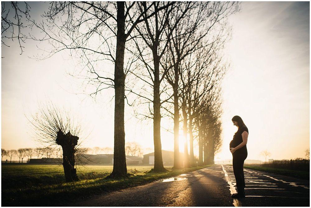 Artistieke zwangerschapsfotografie op locatie 007.jpg