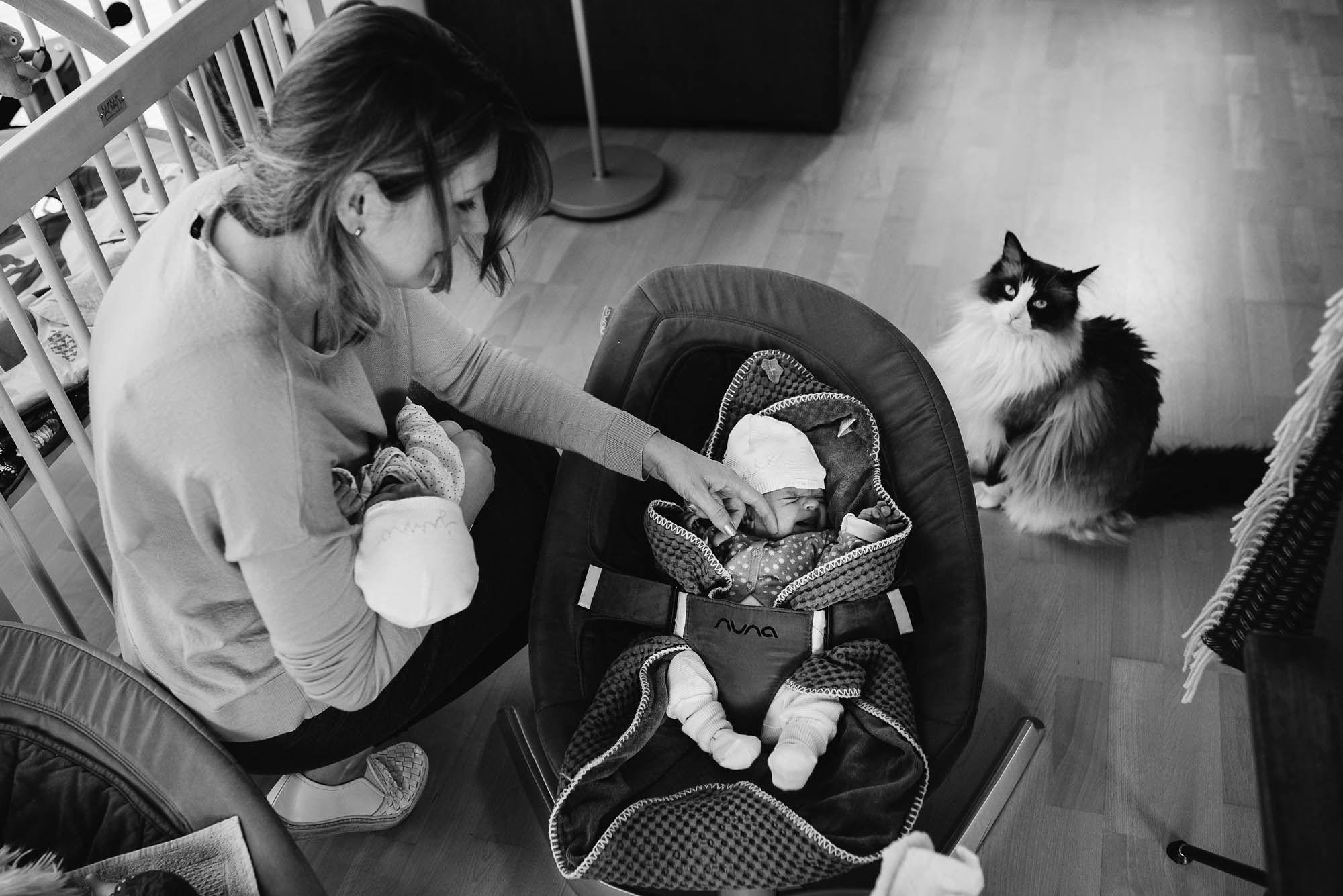 Newborn fotografie ongeposeerd tweeling newbornfotograaf Eindhoven 014.jpg
