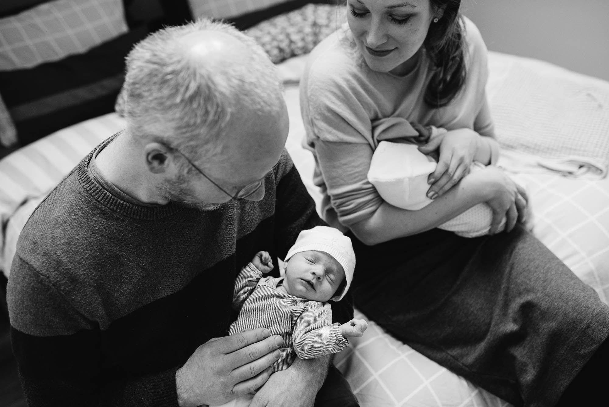 Newborn fotografie ongeposeerd tweeling newbornfotograaf Eindhoven 050.jpg