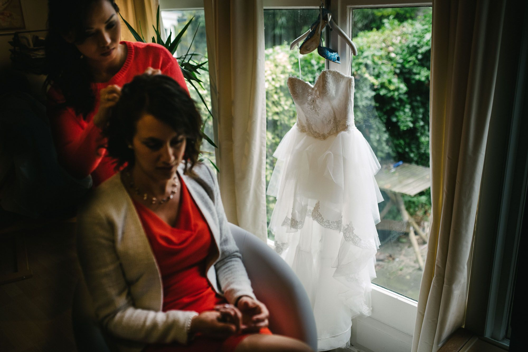 journalistieke bruidsfotografie bruidsfotograaf Leiden bruidsjurk