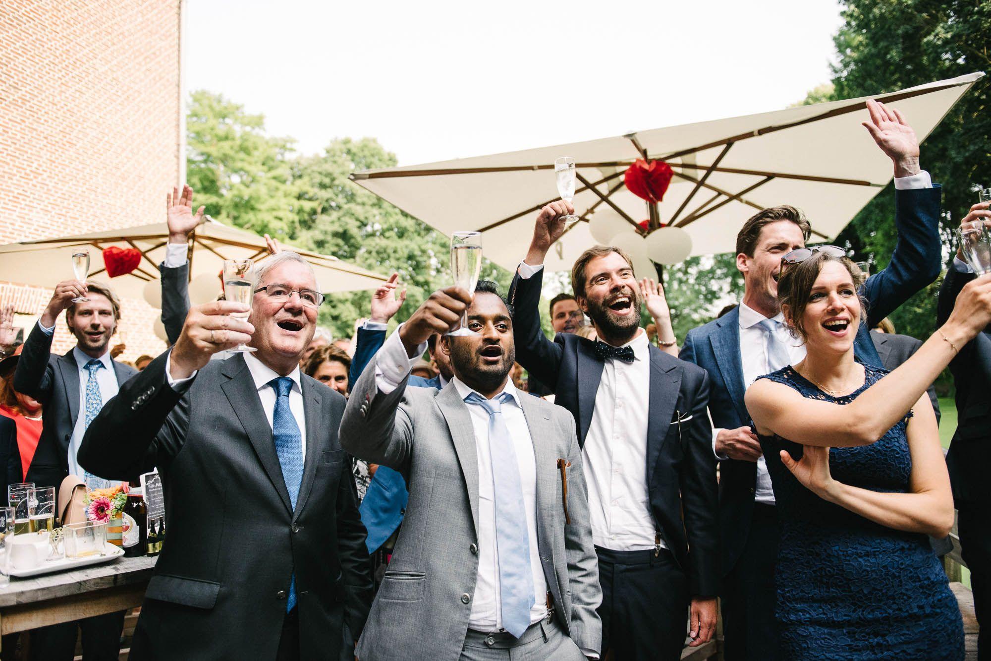 spontane natuurlijke foto's bruiloft