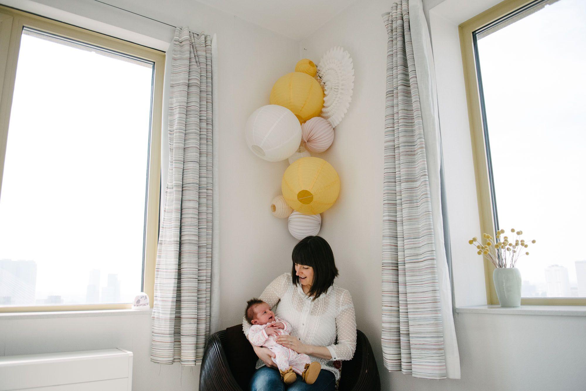 ongedwongen familiefoto's newborn
