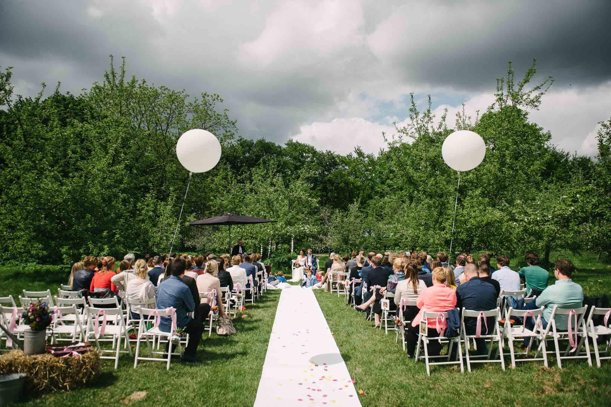 bruidsfotograaf journalistiek buiten trouwen
