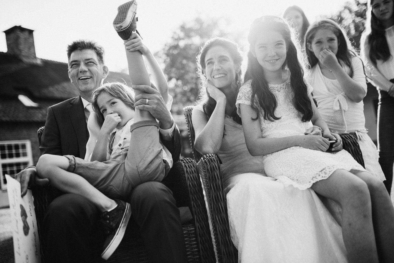 bruidsreportage journalistiek Eindhoven buitenbruiloft trouwen met kinderen