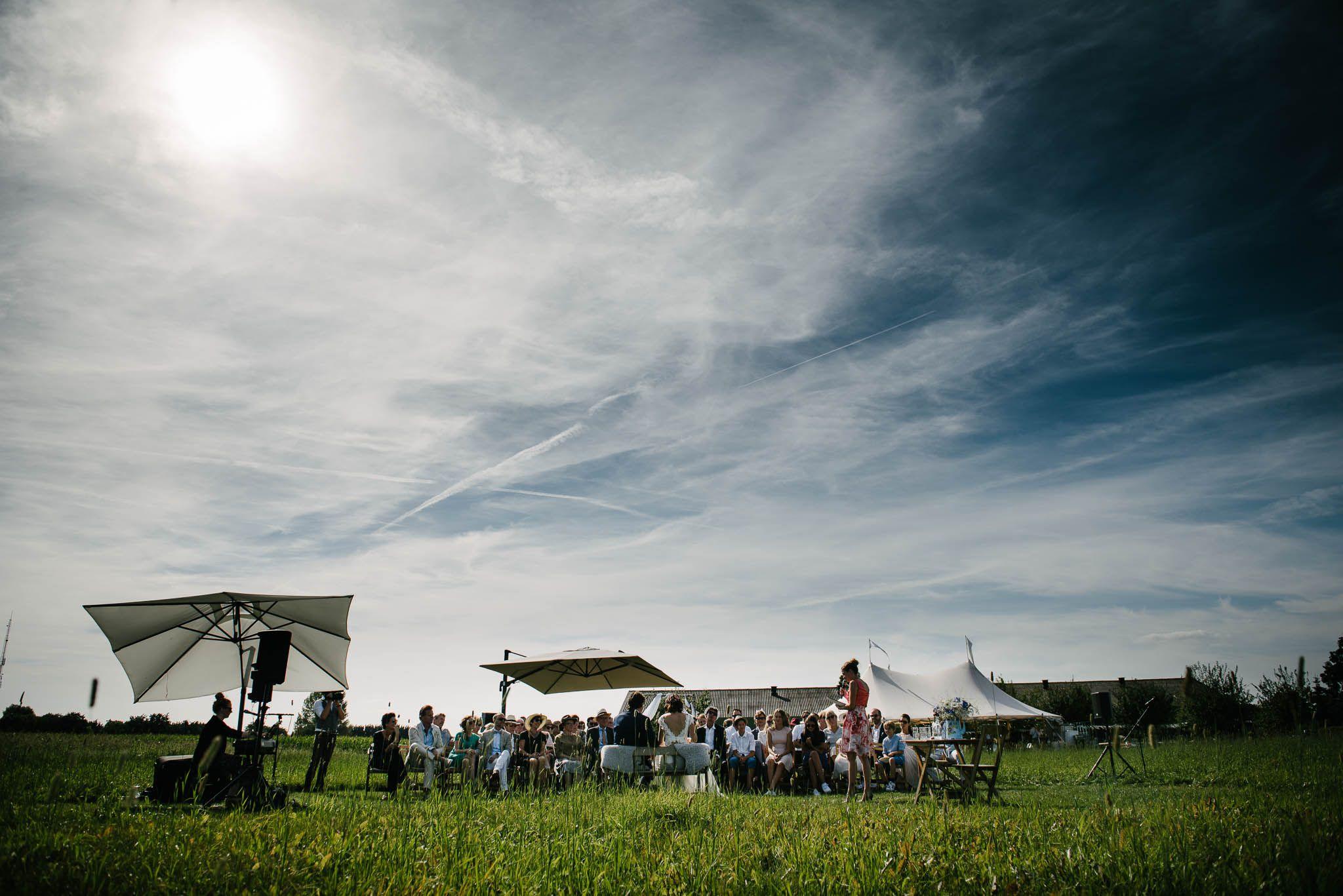 bohemian bruiloft buiten weiland festival