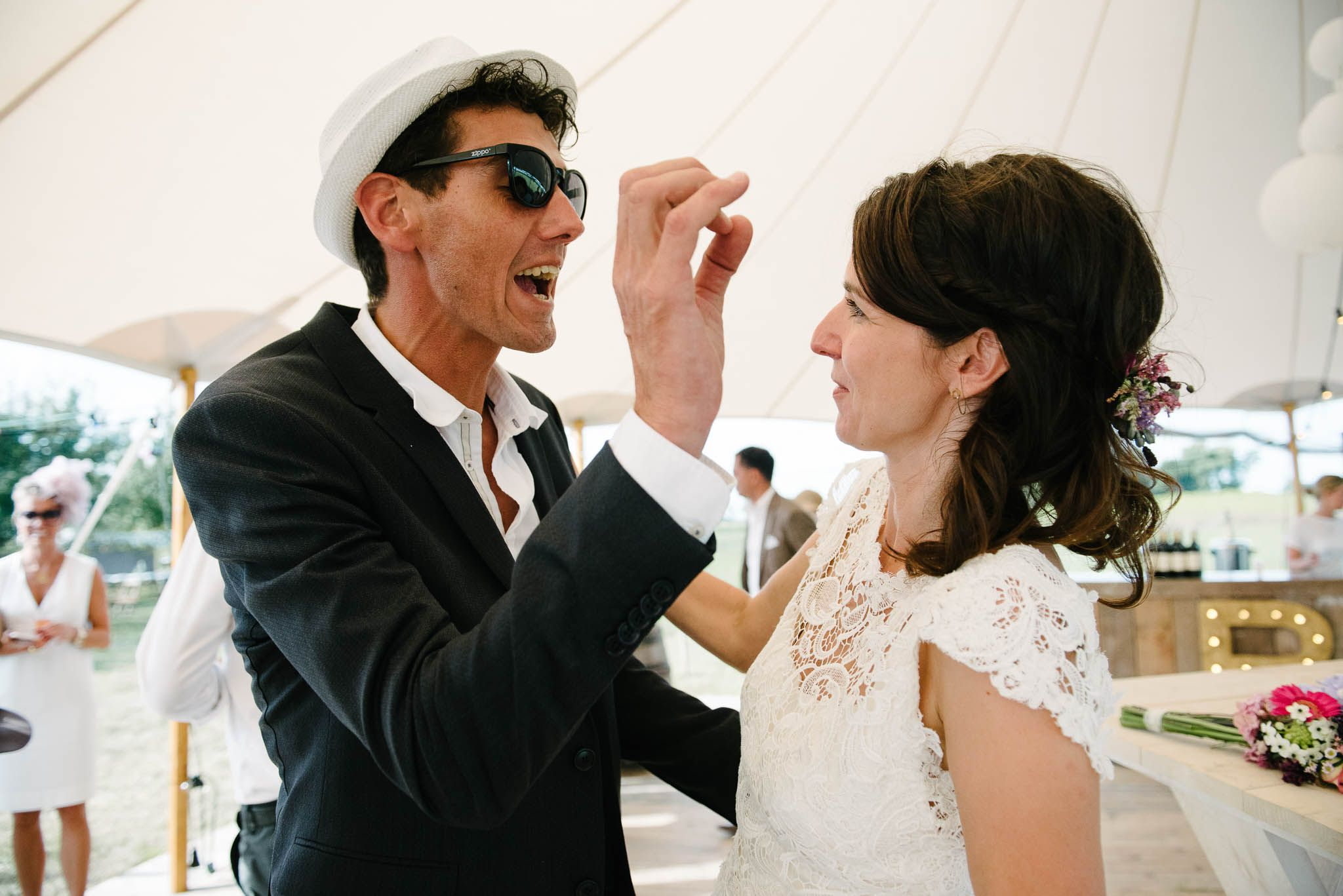originele trouwfoto's spontaan journalistiek buiten trouwen