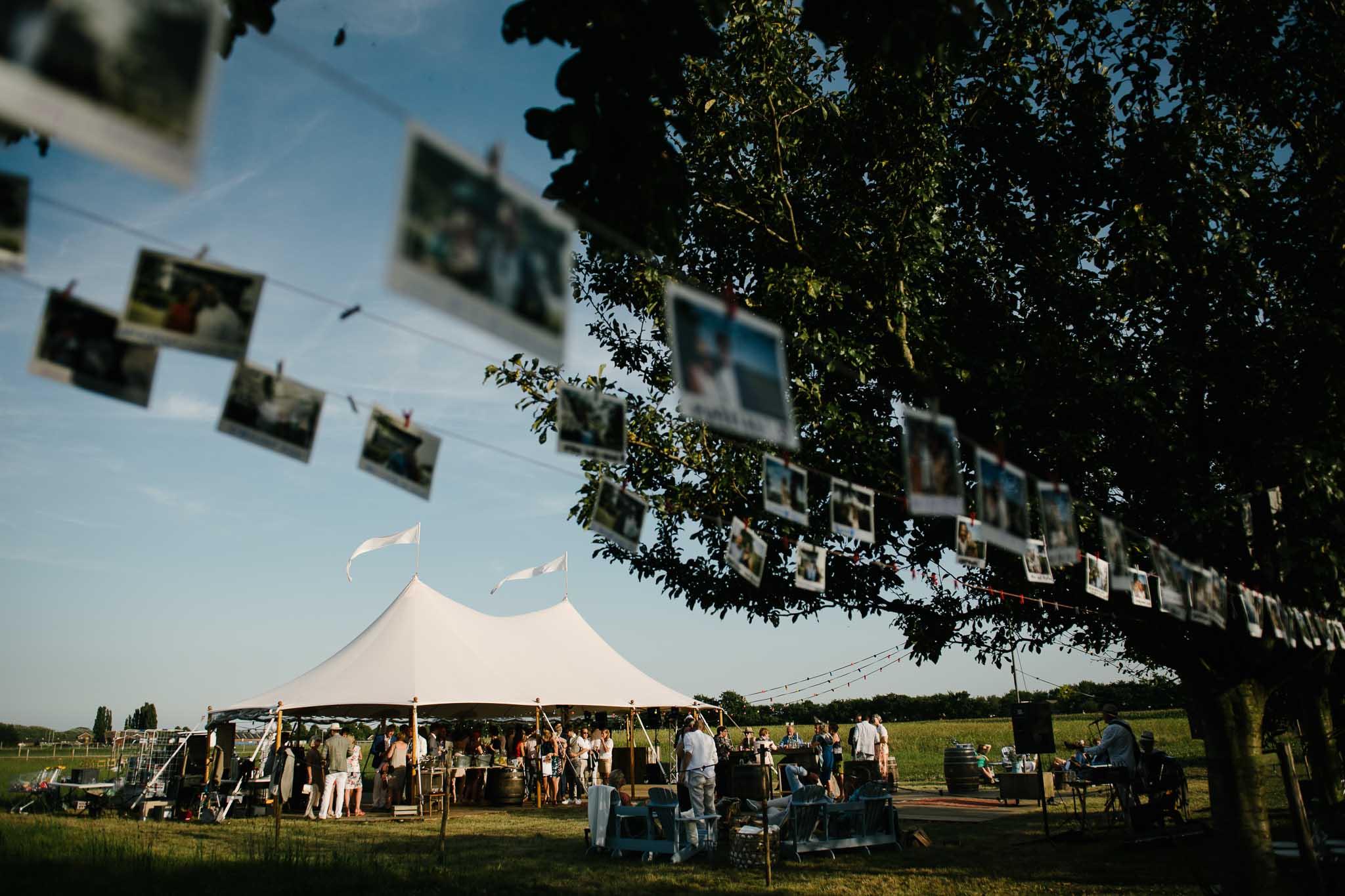buiten trouwen open tent festival stijl