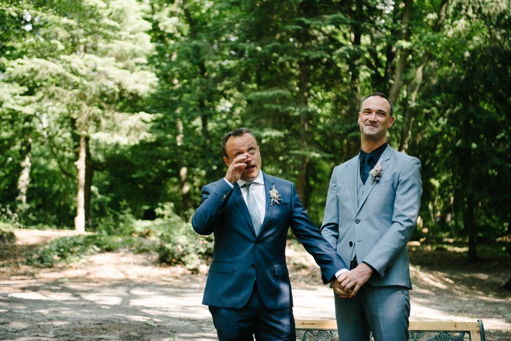 emotionele foto's bruiloft gay wedding