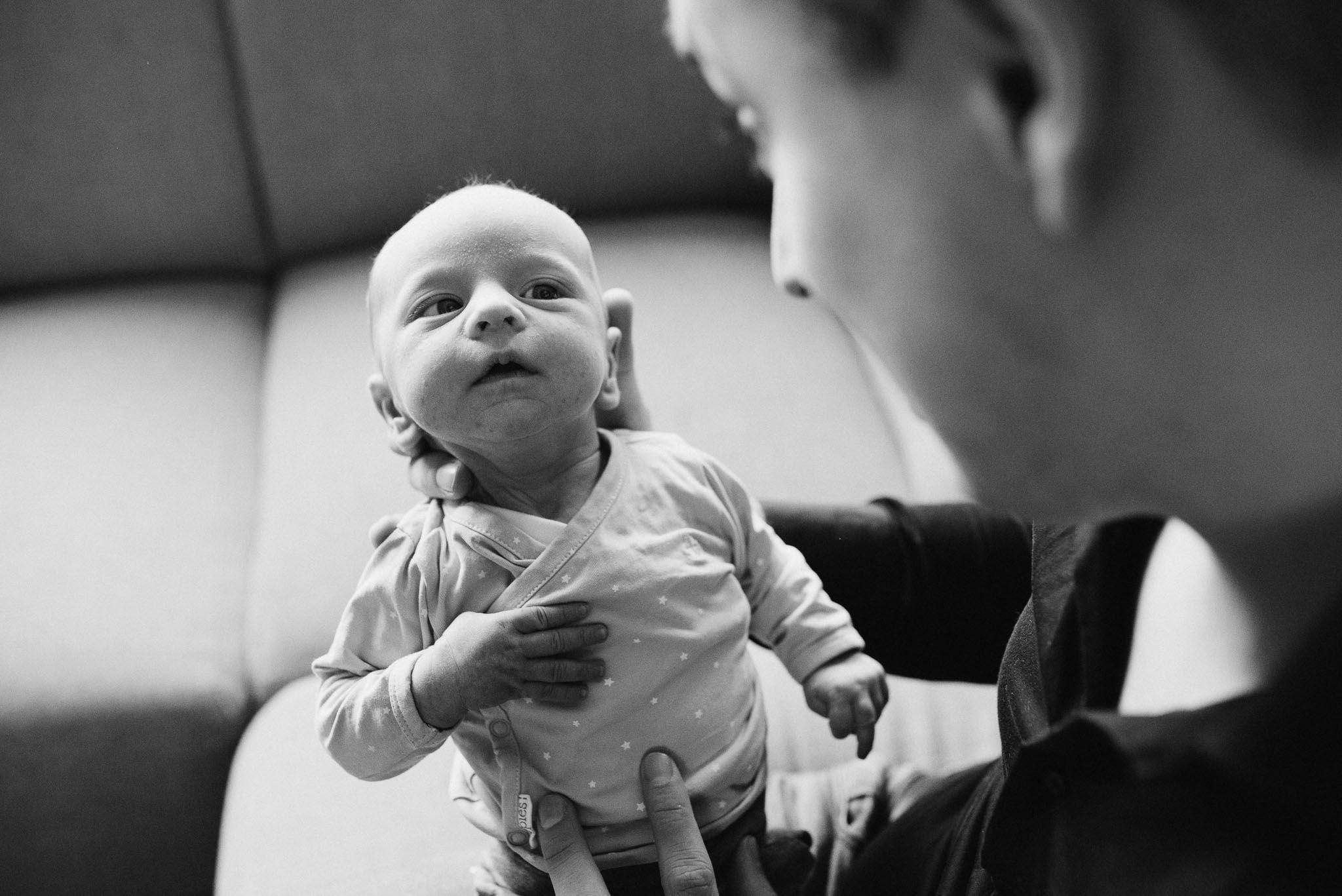 fotograaf newborn thuis ongeposeerd lifestyle fotos