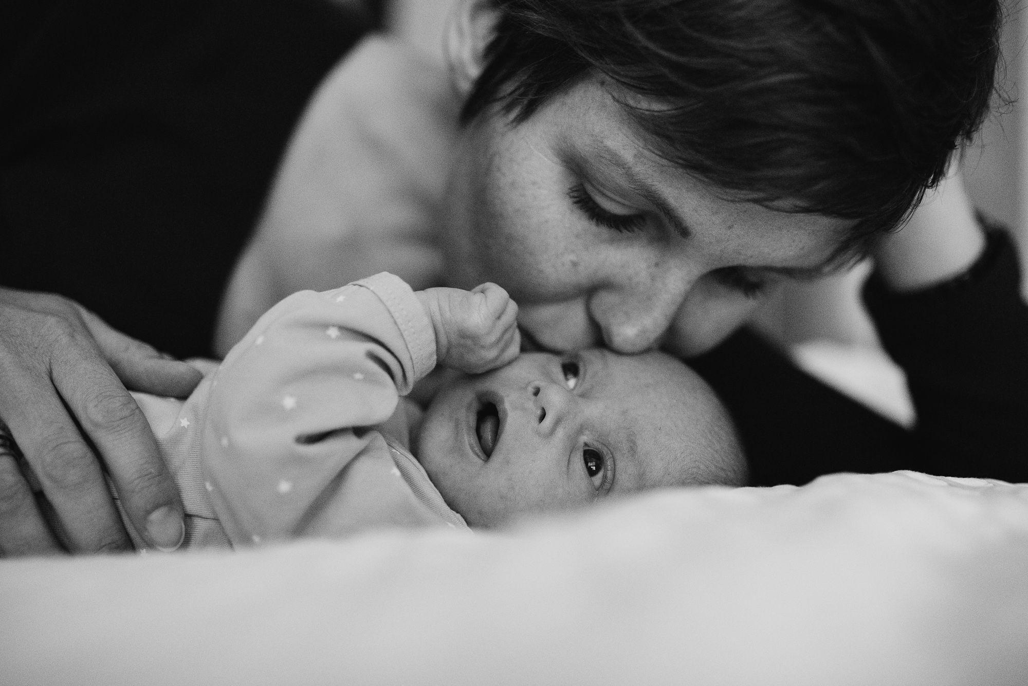 natuurlijke ongeposeerde foto's met baby