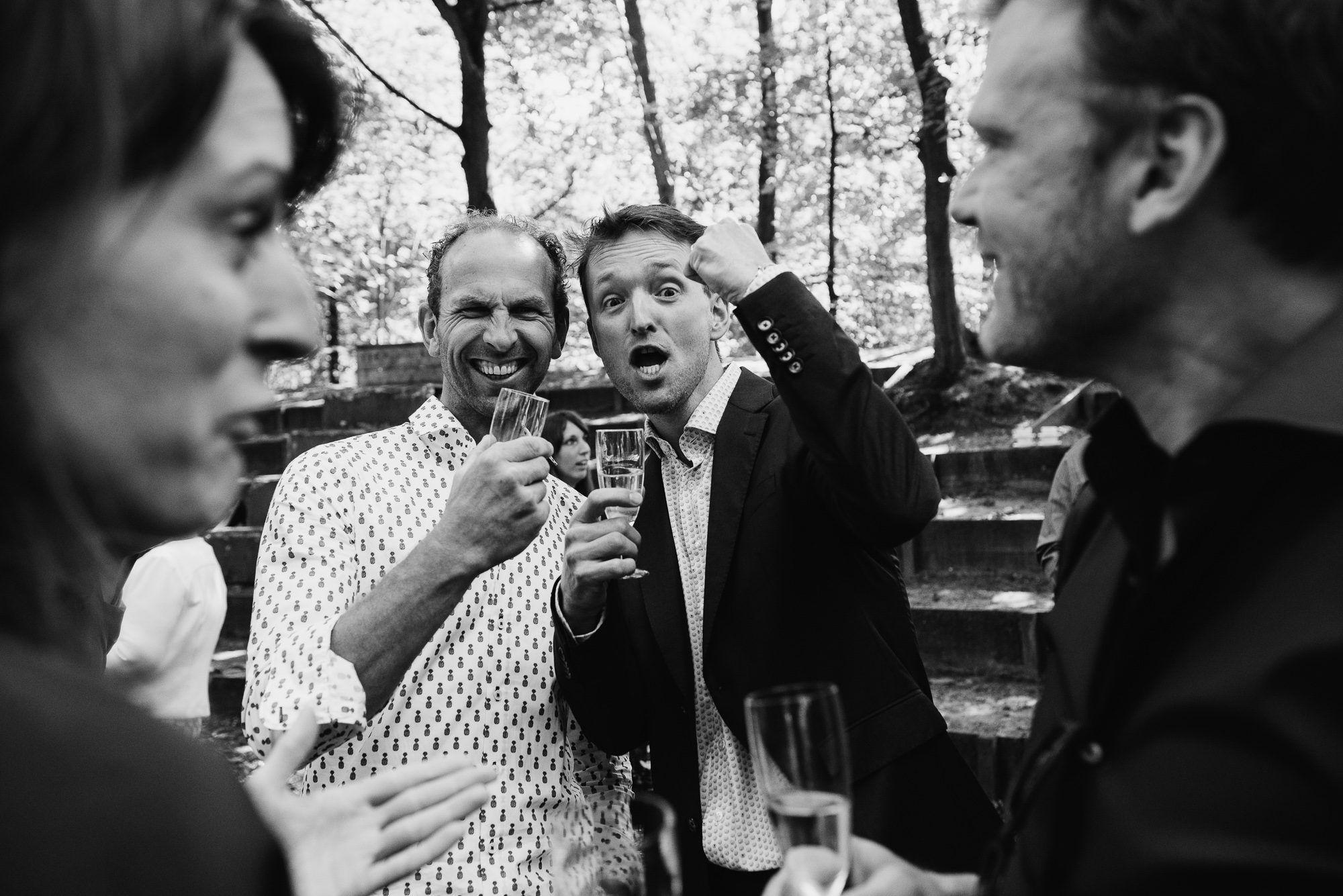 spontane foto's bruiloft buitenlocatie