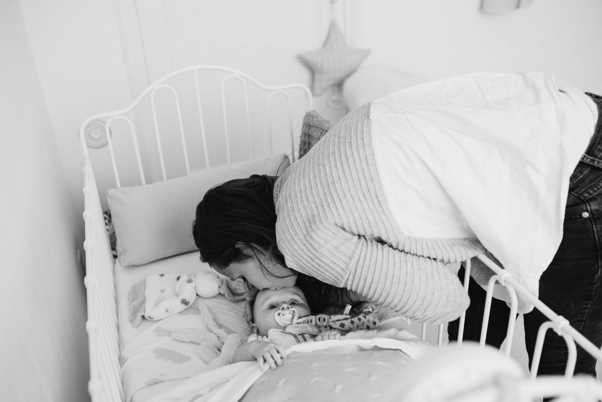 gezinsfotoshoot met baby thuis