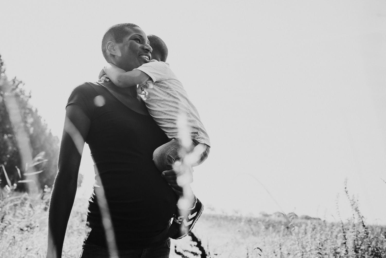 zwangerschapsfotoshoot met kind stoer