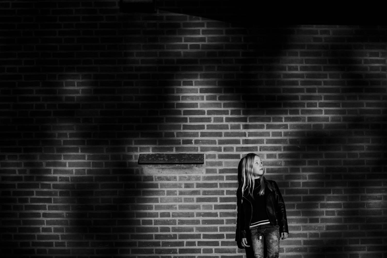 stoer kinderportret fotograaf buiten