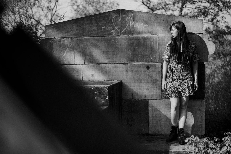 stoer vrouwenportret outdoor