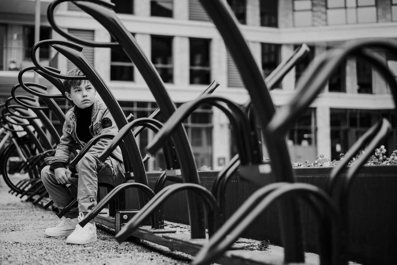 stoere-kinderfoto's-portret-jongen-stad