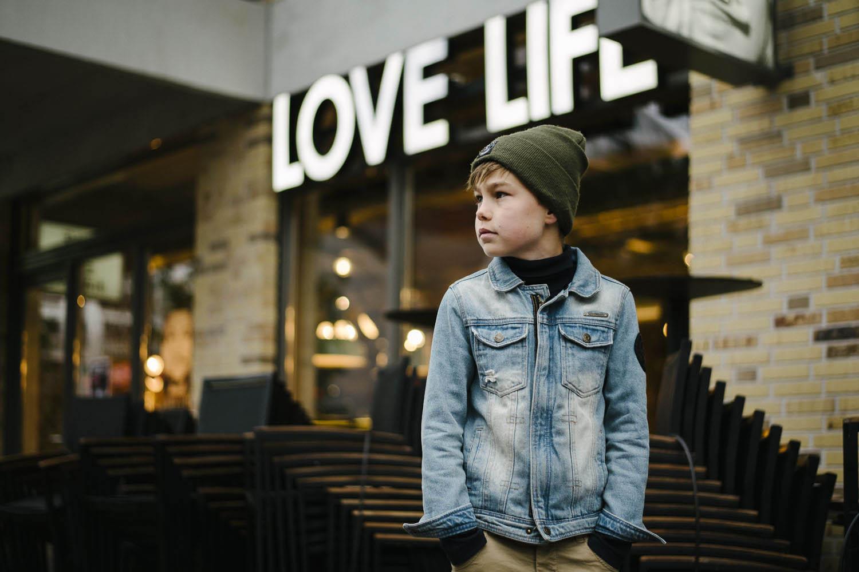 stoere portretten jongen stad