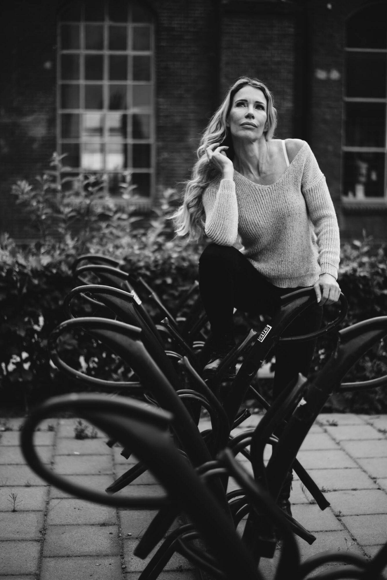 stoer vrouwenportret fotograaf Tilburg industrieel